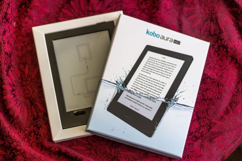 Kết quả hình ảnh cho Kobo Aura H2O review : This e-reader is pool and bathtub-ready